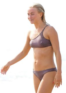 Julianne-Hough--Bikini-with-husband-Brooks-Laich-at-the-beach-in-Manhattan-Beach-44-662x934